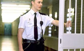 тюремный надзиратель